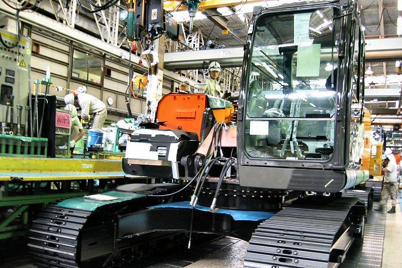 日立建機、全工場「見える化」 IoT管理ルーム設置