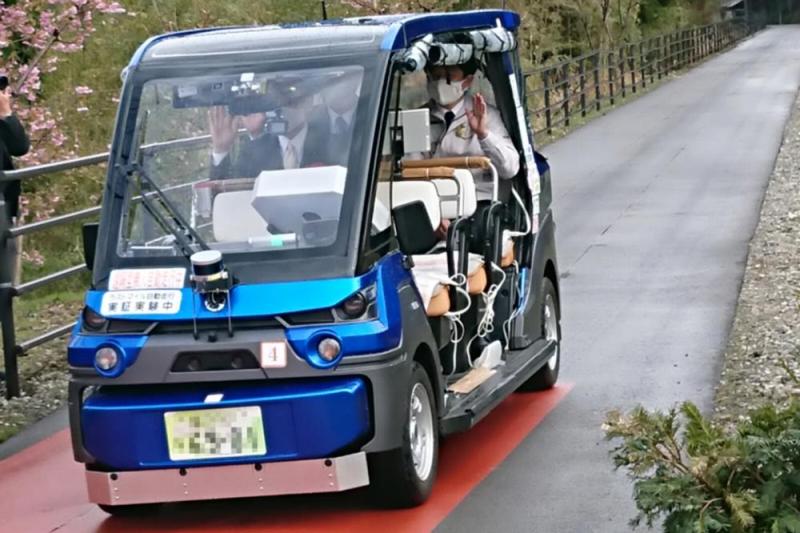 自動運転サービスに道筋 人・モノ運ぶ 経産省・国交省、法整備急ぐ